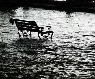 sennik Powódź
